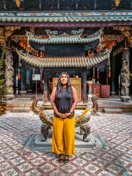 Shanna Jones in Singapore at the Thian Hock Keng Temple